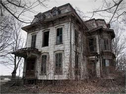 एक घर एेसा, जहां इंसान नहीं घूमते हैं मूर्दे! (pics)