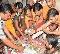 सावन का पहला सोमवार: भगवान शिव के दर्शनों हेतु भक्तों की उमड़ी भीड़ (Pics)