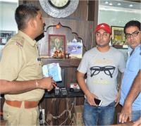UP में बेखौफ बदमाश, फिल्मी स्टाइल में दिया चोरी की वारदात को अंजाम (Pics)