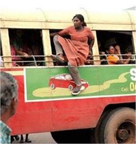 भारतीय महिलाओं की ये फनी तस्वीरें देख आप हंस-हंस के हो जाएंगे लौट-पौट