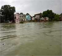 इलाहाबाद में यमुना बाढ़ में गिरी कार, 2 की दर्दनाक मौत