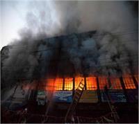 गद्दे की फैक्ट्री में लगी भीषण आग, लाखों रूपए का माल जलकर राख
