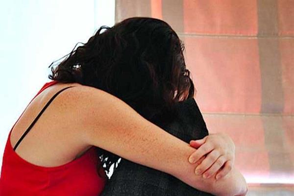 बाप बना हैवान: पत्नी को बेहोश कर बेटी की लूटता रहा अस्मत