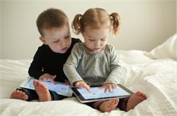 अाखिर किस उम्र में बच्चों को देना चाहिए स्मार्टफोन (pics)