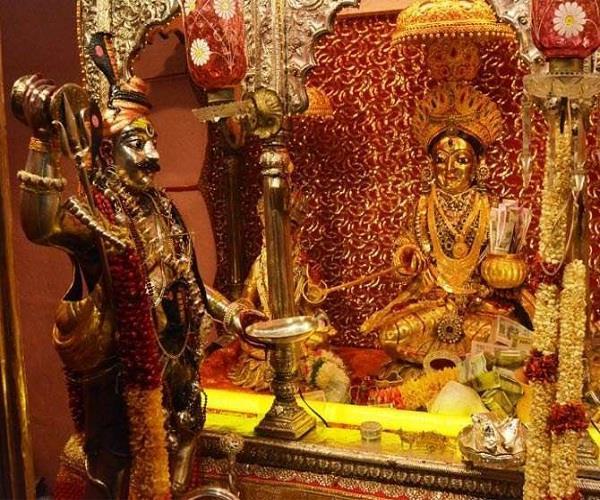 एेसी है मंदिर की मान्यता, साल में 3 दिन होते हैं मां की प्रतिमा के दर्शन
