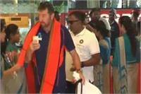 अंतर्राष्ट्रीय क्रिकेट पर भी दिखा भगवा रंग, सपा ने उठाए योगी पर सवाल