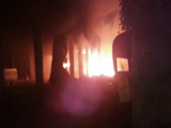 शॉर्ट सर्किट से सुलगा वाराणसी का JHV मॉल, लाखों का सामान जलकर राख