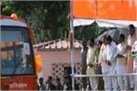 UP की सड़कों पर आज से फर्राटा भरेंगी भगवा बसें, CM योगी ने दिखाई हरी झंडी