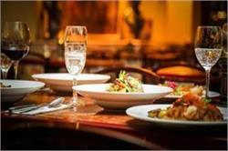 रेस्टोरेंट में खाना होगा सस्ता, सरकार घटाएगी GST