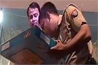 SO ने छुए BJP विधायक संगीत सोम के पैर, वीडियो हुआ वायरल