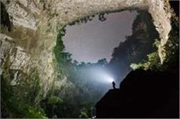 इस खूबसूरत गुफा में घूमने के लिए पर्यटक दे रहे हैं भारी रकम