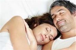 उम्र के हिसाब से लोग बनाते हैं शारीरिक संबंध!