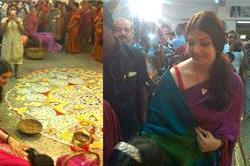 ट्रेडिशनल ड्रेस में ऐश्वर्या ने बेटी साथ की दुर्गा पूजा