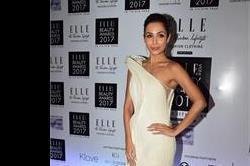 Elle Beauty Awards 2017 में हॉट ड्रैस पहनकर पहुंची मलाइका