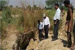 मिट्टी का टीला ढहने से 2 बच्चों की दर्दनाक मौत