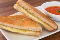 बच्चों को खूब पंसद आएगा Fried Cheese Sandwich