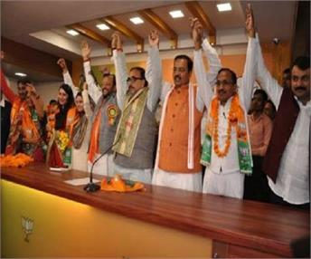 BSP को बड़ा झटका, 3 पूर्व विधायकों ने थामा BJP का दामन
