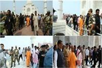 आगरा में CM योगी ने लगाई झाड़ू, 30 मिनट तक किया ताज का दीदार