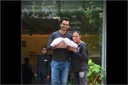 Esha Deol के घर पर आईं नन्ही परी, देखे तस्वीरें