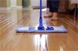 इन 5 तरीकों से फर्श के लिए बनाएं होममेड Floor Cleaner