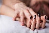 प्रेमी संग हमबिस्तर थी पत्नी, चुपके से पहुंचा पति और फिर...