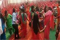 शिक्षा के मंदिर में टीचर्स का नागिन डांस देखकर लाेग हुए हैरान (Video viral)
