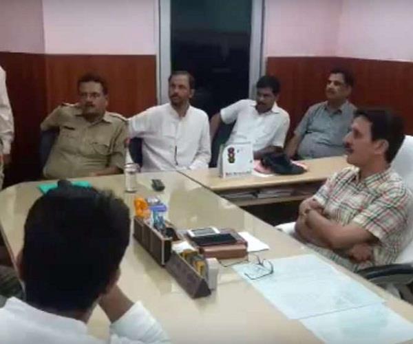 कॉलेज के 2 गुटों में जमकर मारपीट, CCTV में कैद हुई वारदात