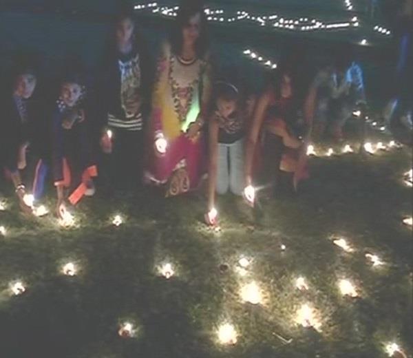 अयोध्या में एक लाख 71 हजार दीप जलाकर बनाया गया विश्व रिकार्ड