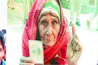 यूपी निकाय चुनाव: 100 साल के जगन और 90 की नत्थू देवी ने डाला वोट
