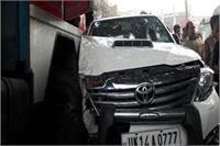 BJP सांसद साक्षी महराज की कार टैंकर से टकराई, बाल-बाल बचेे