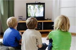 3 घंटे से ज्यादा टीवी देखना है बच्चों के लिए खतरनाक, हो सकती है बीमारियां