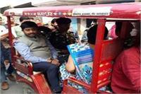 पत्नी के साथ ई-रिक्शा पर वोट डालने पहुंचे मंत्री नंद गोपाल, इंटर कॉलेज में किया मतदान
