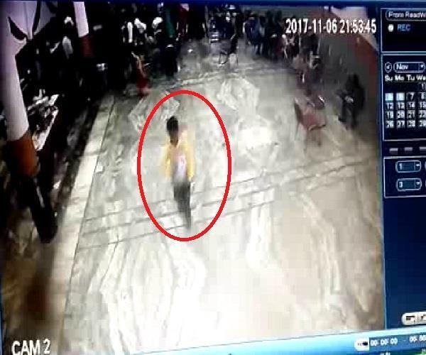 इंगेजमेंट कार्यक्रम में बच्चे ने किया लाखों की नगदी पर हाथ साफ, वारदात CCTV मेंकैद