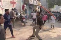 कानपुर में EVM खराबः वोटर्स का हंगामा, मतदान का किया बहिष्कार