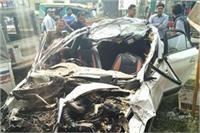 सड़क किनारे खड़ी बस को कार ने मारी टक्कर, 5 लोगों की मौत