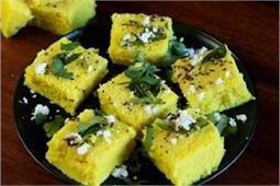 नाश्ते में बनाकर खिलाएं टेस्टी Instant Bread Dhokla