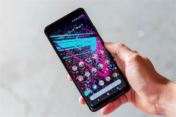 Pixel 2 XL को लेकर बढ़ रही यूजर्स की शिकायतें, एैज से टच स्क्रीन में आ रही समस्या