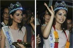 Miss World बनने के बाद पिंक कलर का गाउन पहन भारत लौटी मानुषी