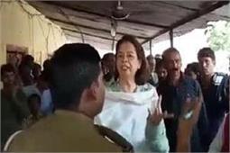 बीजेपी नेत्री ने थाने में घुसकर दाराेगा काे धमकाया, कहा-हार गई ताे यूपी में रहने नहीं दूंगी