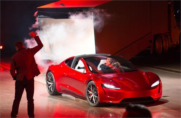 TESLA ने बनाई दुनिया की सबसे ज्यादा रेंज वाली इलैक्ट्रिक कार, कीमत 1 करोड़ 30 लाख रुपए