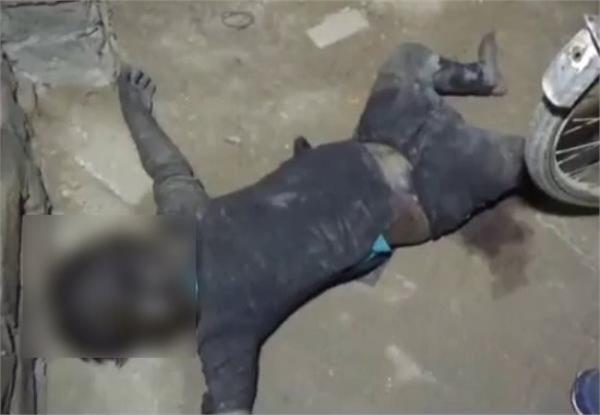 6 दिन से लापता बच्ची की पड़ोसी के घर मिली सड़ी गली लाश, मचा हड़कंप