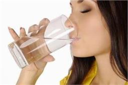 इन संकेतों से पता लगाएं शरीर में है पानी की कमी