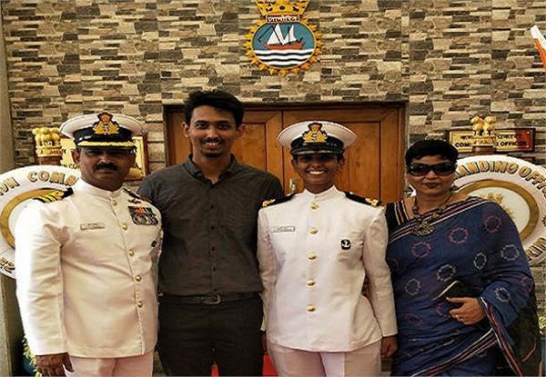 नौसेना में पहली महिला पायलट बनकर यूपी की बेटी शुभांगी ने लहराया परचम