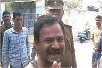 कैबिनेट मंत्री के घर के बाहर युवक ने खुद को लगाई आग, किया आत्मदाह का प्रयास