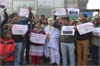 मेट्रोउद्घाटन: फ्लैट खरीदारों ने मोदी के सामने लगाए 'घर दिलाओ' के नारे