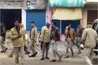 बेखौफ बदमाशों ने व्यापारी को मारी गोली: बवाल के बाद पसरा सन्नाटा, भारी पुलिस बल तैनात