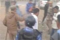 मेरठ में जश्न मना रहे BSP कार्यकर्त्ताओं ने पुलिस पर किया पथराव, कई घायल