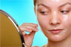 चेहरे के पोर्स को साफ करने के लिए खुद बनाएं Peel Off Mask