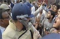 यूपी निकाय चुनाव: मतगणना केंद्र में भीड़ हटाने के लिए लाठीचार्ज, 4 युवक जख्मी
