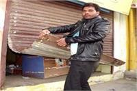 चोरों का आतंक, एक रात में आधा दर्जन दुकानों को बनाया निशाना